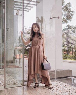 Wknd is coming, it's time to dress up! 💖💃🏻 Here I'm wearing beautiful flowy dress from @lebijoushop #youxlebijou 🥰 . . #clozetteid #lookbookindonesia #lookbootd #ootdid