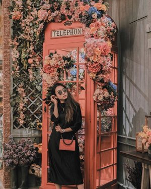 —— hello, can I help you? 📞🤪 . I'm wearing elegant black dress from @thelabel.moss 🤩 ternyaman, aku pakai seharian, nggak bikin gerah, cocok untuk event semi formal sampai formal 👌🏻 . friendly reminder: Moss The Label will be at @bashamarket this Friday at @tunjungan_plaza you surely don't want to miss it! 🏡 @thegarden_id . . . #clozetteid #lookbookindonesia #ootdindo #ootd