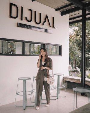 —— wearing a set from @laclaralabel to brighten up my sat 💛 📷 cece @amandaakohar 😙  #ootdindo #lookbookindonesia #clozetteid #ggrep #ootd