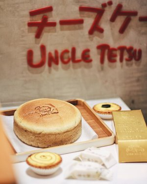 Happy Chinese New Year 🏮🎏 May the new year brings in joy that never fades, hope that never dies, and strength that never weakens 🎈Here's a #ChineseNewYear treat from @uncletetsuindonesia 🍰_____On frame: Coffee Cheesecake & Golden Bar (Pineapple Cake)#clozetteid #uncletetsuindonesia