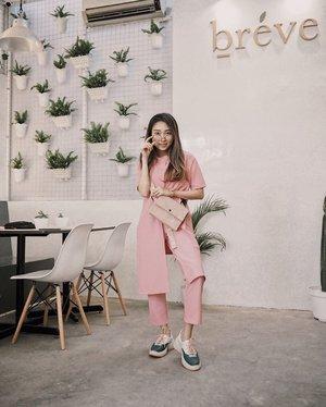 —— wearing pinkeu-set from @foxquinn.official 🌷 *pinkeu is pink in korean spelling 😆 . . #ootdindo #clozetteid #lookbookindonesia #shoxsquad