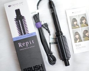 Another good hair tool! Now I can blow dry my hair easily just at home 💆🏻 Thank you @clozetteid x @repitindo for this cool brush iron! 💙 #clozetteid #repitindo #sbybeautyblogger #indonesianbeautyblogger #surabayabeautyblogger