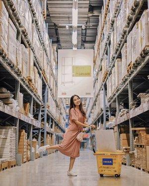 —— iconic spot at @ikea_id 🛒 wearing my comfy-pinky dress  @foxquinn.official 👗 . . #clozetteid #ootdindo #lookbookindonesia #shoxsquad
