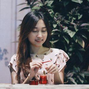 It's time to apply night skincare routine ✨ Salah satu produk skincare rutinku adalah @astalift_indonesia Jelly Aquarista ini 🛢Aku sudah kasi mini reviewny di Instastory kemarin, kalo ketinggalan bisa nonton di Highlight Skincare 💎 Kamu juga bisa baca review lengkapnya di blog #castleindeairdotcom 🖥_____#ClozetteIDReview #PhotogenicBeauty #ClozetteID #AstaliftxClozetteIDReview #Astalift_Indonesia