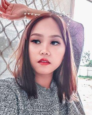 #stayathomeJangan bosen2 liat aku foto di belakang rumah maupun di pintu belakang rumah ya.. cuman itu spot foto yang bagus pas lagi #dirumahaja #beautybloggerindonesia #beautiesquad #bloggervloggersemarang #beautygoersid #clozetteid #niiasantoso #blogger