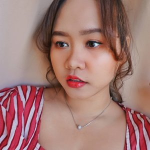 ☀️Lagi suka pake warna lipen yang cenderung ke orange warnanya! Terus ditambah lip gloss diatasnya (dikiiit aja!)--Lip cream from @myred_a shade 856Lip gloss lupa dari brand apa nanti ku update lagi--#clozetteid #cchannelbeautyid @cchannel_beauty_id #beautybloggerindonesia #summermakeup #freshmakeup #niiasantoso #ragamkecantikan