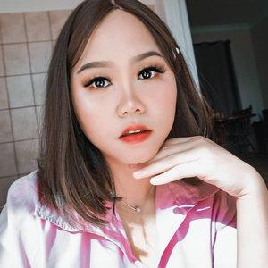 Misi.. personil baru Blackpink mau lewat--Makeup bareng2 temen tadi siang lewat zoom meeting, mayan juga hasilnya 😅 konturnya agak terlalu tajem ya itu--#makeuplooks #clozetteid #clozetteambassador #beautybloggerindonesia #beautygoersid #beautiesquad #koreanmakeupindo