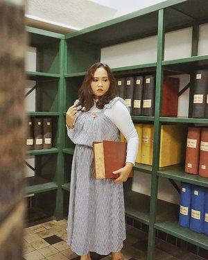 📚 Kalo baca buku model begini kira2 abisnya kapan ya?  Btw kalian yang suka baca buku NON FIKSI boleh dong tulis rekomennya dikolom komentar 👌 -- If you guys have a non fiction book recommendation can you please share it in the comment section below? -- 📸 @flovivi -- #bloggerindonesia #beautybloggerindonesia #bloggersemarang #bloggervloggersmg #ootdshare #clozetteid