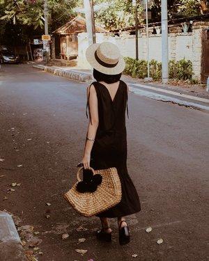 Walking into the weekend like... #styleblogger #neutrals #clozetteid