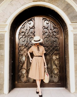 I'm an old fashioned lady with old fashioned values, I think that's why I am drawn to vintage styles (the 40s-50s in particular). It always strikes me that during World War ll people lost their homes to bombing and had to get by on rations and yet they managed to look smarter and more presentable. #vintagestyles #clozetteid