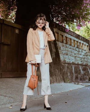 Beige🍂Working girl outfits are my fav ever. Blazer from @kivee_ #collabwithchen #neutrals #fbloggers #clozetteid