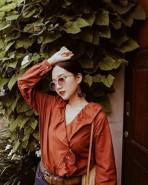"""Clean lines and classic silhouettes, clothing with those two characteristics has a way of holding a spot in my closet for years longer than """"trendy"""" items. #collabwithchen #clozetteid"""
