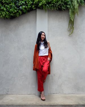 Hey you, please laugh more, because your laugh is the best thing I've ever seen 😍 ~ ~ Outer wear is Mirae Knit from @loilokoutfit ~ ~ #laugh #red #happy #sunday #white #smile #clozetteid