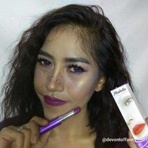 Buat yang penasaran lipstick yang gw pakai waktu buat Purple Makeup Look, Ini dia lipstick ya.. Gw pakai Mirabella Color Fix dari  @mirabellacosmetics , untuk lipsticknya sendiri gw suka karena pigmentasinya yahud dan gampang banget di aplikasi. Ketahahannya juga super, ga kalah sama lipstick matte lainnya. Apalagi ini produk negeri sendiri yg ga kalah sama produk luar.  Gw beli lipstick ini di @dandankustore kenapa? Karena di @dandankustore banyak banget promo setiap minggunya, mulai dari kosmetik, obat-obatan, toiletries,sampe snack.  Pokoke ga salah milih deh kalau nyari kebutuhan sehari-hari sini. . . . #AyoKeDanDan #DanDanMirabellaBali #MaxinMatte #MirabellaXDanDan #MirabellaCosmetics #TheMatteExpert #MirabellaColorFix #MirabellaLipCream #purplemakeup #purplelook #clozetteid