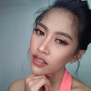 Selamat pagi, Selamat beraktivitas, look ini aku pakai salah satu lipstick #GoRougeSignature by @getthelookid Shade 121 I CHOOSE. Suka banget warna nudenya😍😍😍 @freshkonindonesia #freshkon #freshkonsharexfollow #love #clozetteid #motd #makeup #softlens #likeforlike #selfie