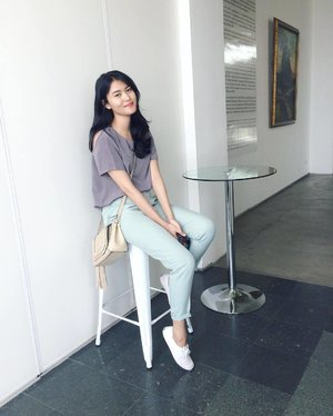 A Sunday well spent brings a week of content.  Captured by sis @vitriemaulani . . . #mondecor #artspace #artgallery #museum #clozettedaily #clozetteid #comfy #sunday