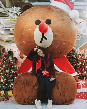 May this Christmas Eve bring happiness, compassion , cheerfulness & joy to each and every family. Stay blessed with peace & prosperity . . . #SRSEXPLORES #SOUTHKOREA #Itaewon #linefriends #christmas #seoul #clozetteid #charisceleb