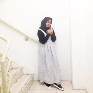 Cause two colors are enough, just ⚫️⚪️_#OOTD #Hijab #Clozette #ClozetteID #HOTDDuaHijab #DuaHijabTrans7