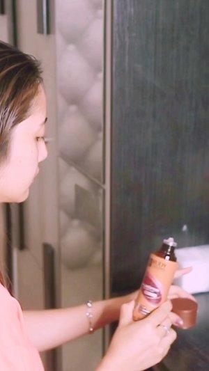 Rangkaian yang aku pakai ini dari @rudyhadisuwarnocosmetics ❤️ Hair Loss Defense.. Setelah pemakaian -+ 1bulan aku bener2 merasakan hasil diluar ekspetasiku.Rambut rontok jauh berkurang,m dan rambut gak mudah lepek, rambut2 kecil mulai tumbuh.Aku pakai shampoo, conditioner, hair tonic, hair growth serum dan untuk styling menggunakan Hair spray..Aku rekomendasikan nuh guys. Aromanya harum yang bikin nagih.Shampoonya lembut banget busanya.Contionernya melembutkan banget.Hair tonic dengan cooling effect bikin fresh.Hair growth serum menstimulasi pertumbuhan rambut. . Hair spray strong yang bikin awet tanpa putih2 hitu karana ini non aerosol 😊👌🏻.Kalian bs langsung klik link diprofile aku jntuk ordernya yahh . Atau kalian bs cek Ig @rudyhadisuwarnocosmetics ya.. follow guys banyak Giveaway 🥰.#getreadywithrhc #rudyhardisuwarno #fdbeauty #clozetteid  #ivgbeauty #makeupclips #fiercesociety #tampilcantik #wakeupandmakeup #makeuptips #indobeautygram #makeupaddict #amazingmakeupart #maybelline #undiscovered_muas #indovidgram #makeupvideo #lagirlindonesia #beautyguruindonesia #beautygram #beautybloggerindonesia #muablora  #discovervideos #nyxcosmeticsid  #glammakeup #indobeautysquad #jakartabeautyblogger