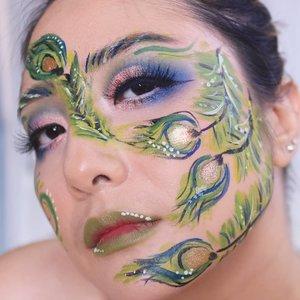 Halloween Makeup 😁Yang simple2 aja.. Peacock ini terinspirasi dari hasil face paint aku ke client makeup aku kemarin 😁.@morphebrushes 35c & Jaclyn Hill Palette@mehronmakeupParadise Face Paint #fdbeauty #clozetteid #universalhairandmakeup #uhmvideo #ivgbeauty #makeupclips #fiercesociety #tampilcantik #wakeupandmakeup #makeuptips #indobeautygram #makeupaddict #amazingmakeupart #maybelline #undiscovered_muas #indovidgram #makeupvideo #lagirlindonesia #discover_muas #beautyguruindonesia #beautygram #beautybloggerindonesia #muablora #eotd #discovervideos #nyxcosmeticsid #maccosmetics #glammakeup #focallure #indobeautysquad