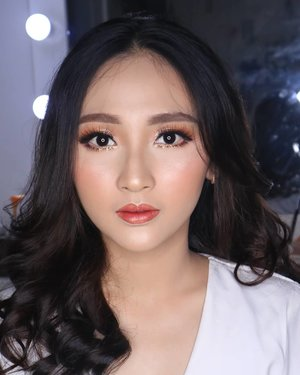 Lagi dan sunset makeup lagi 😍..#fdbeauty  #clozetteid  #universalhairandmakeup #uhmvideo #ivgbeauty #makeupclips  #fiercesociety  #tampilcantik #wakeupandmakeup #makeuptips #indobeautygram #makeupaddict  #amazingmakeupart #beautyandhairdiaries #undiscovered_muas #indovidgram #makeupvideo #make4glam #discover_muas  #beautyguruindonesia #beautygram #beautybloggerindonesia #muablora #indobeautysquad #discovervideos #nyxcosmeticsid #bhcosmetics #glammakeup #lagirlindonesia