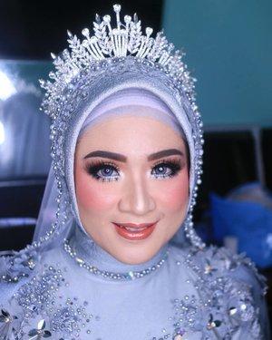 Post hasil kerja hari ini 😍.Bride @anisnurraeni ❤ Boneka Arab .Gown, Hijab & Acc by @loveellentan.makeup@l__production ..#fdbeauty #clozetteid #universalhairandmakeup #uhmvideo #ivgbeauty #makeupclips #fiercesociety #tampilcantik #wakeupandmakeup #makeuptips #indobeautygram #makeupaddict #amazingmakeupart #maybelline #undiscovered_muas #indovidgram #makeupvideo #lagirlindonesia #discover_muas #beautyguruindonesia #beautygram #beautybloggerindonesia #muablora #eotd #discovervideos #nyxcosmeticsid #maccosmetics #glammakeup #indobeautysquad #jakartabeautyblogger