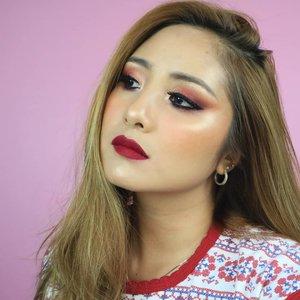 Kayaknya Berry memang paling cocok di aku 😂😂😂..#fdbeauty  #clozetteid  #universalhairandmakeup #uhmvideo #ivgbeauty #makeupclips  #fiercesociety  #tampilcantik #wakeupandmakeup #makeuptips #indobeautygram #makeupaddict  #amazingmakeupart #beautyandhairdiaries #undiscovered_muas #indovidgram #makeupvideo #lagirlindonesia #discover_muas  #beautyguruindonesia #beautygram #beautybloggerindonesia #muablora #maybelline #discovervideos #nyxcosmeticsid #glammakeup #makeoverid #eotd