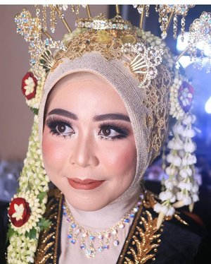 Brideku manja Fifuzi 💕Makeup & acc by @loveellentan.makeup .#latepost #fdbeauty #clozetteid  #ivgbeauty #makeupclips #fiercesociety #tampilcantik #wakeupandmakeup #makeuptips #indobeautygram #makeupaddict #amazingmakeupart #maybelline #undiscovered_muas #indovidgram #makeupvideo #lagirlindonesia #beautyguruindonesia #beautygram #beautybloggerindonesia #muablora  #discovervideos #nyxcosmeticsid  #glammakeup #indobeautysquad #jakartabeautyblogger