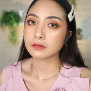 Most fav makeup style 🥰Warna coral, orange n brick colour paking cocok di aku 🤣🥰Kali kamu?? 😘.. . #fdbeauty #clozetteid  #ivgbeauty #makeupclip #makeuptips #indobeautygram #koreanstyle #koreanblusher #cchannelfellas #indovidgram #makeupvideo #beautyguruindonesia #beautygram #beautybloggerindonesia #muablora  #koreanmakeup #nyxcosmeticsid  #creamblush  #indobeautysquad #jakartabeautyblogger