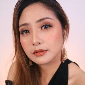 Warm romantic look �#fdbeauty #clozetteid #universalhairandmakeup #uhmvideo #ivgbeauty #makeupclips #fiercesociety #tampilcantik #wakeupandmakeup #makeuptips #indobeautygram #makeupaddict #amazingmakeupart #maybelline #undiscovered_muas #indovidgram #makeupvideo #lagirlindonesia #discover_muas #beautyguruindonesia #beautygram #beautybloggerindonesia #muablora #eotd #discovervideos #nyxcosmeticsid #maccosmetics #glammakeup #focallure