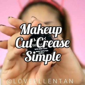 Tutorial cut crease simple 😍Cocok buat kondangan, prewedd, wedding juga bisa lo.. cut crease bikin mata kamu lebih tegas dan belok 😍❤..#fdbeauty #clozetteid #universalhairandmakeup #uhmvideo #ivgbeauty #makeupclips #fiercesociety #tampilcantik #wakeupandmakeup #makeuptips #indobeautygram #makeupaddict #amazingmakeupart #lucinda212 #undiscovered_muas #indovidgram #makeupvideo #lagirlindonesia #discover_muas #beautyguruindonesia #beautygram #beautybloggerindonesia #muablora #eotd #discovervideos #nyxcosmeticsid #maccosmetics #glammakeup