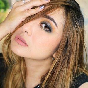 Pusing pala barbie 😂 ujan mulu cucian kagak kering kering 😂😂😂.*abaikan tabganku kuning bekas kejedot yg hampir sembuh 😅 // gak penting banget . .#fdbeauty #clozetteid  #ivgbeauty #makeupclips #fiercesociety #tampilcantik #wakeupandmakeup #makeuptips #indobeautygram #makeupaddict #amazingmakeupart #maybelline #cchannelfellas #indovidgram #makeupvideo #lagirlindonesia #beautyguruindonesia #beautygram #beautybloggerindonesia #muablora  #discovervideos #nyxcosmeticsid  #glammakeup #indobeautysquad #jakartabeautyblogger #eotd #eyesoftheday #eyemakeup #eyemakeuptutorial #cchannelbeautyid