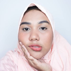 Akhir-akhir ini seneng banget muka agak peachy peachy gitu makanya blushnya di tone up ❤Details 💥@maybelline Baby skin pore eraser@mybeautypedia.id insta to go blur stick@thebodyshopindo matte clay foundation (shades mollucan nutmeg)@marckscosmeticind face powder (shades beige)@maybelline powder mattes as blush and lipstick (shades toasted brown)@maybelline voluminizing waterproof mascara@beautiesquad #beautiesquad @setterspace #setterspace @bunnyneedsmakeup #bunnyneedsmakeup @tampilcantik #tampilcantik @hudabeauty #hudabeuaty #clozetteid #makeupgeek #makeuptutorial #makeup #makeupartist #makeuptutorials #makeuplook #makeuplife  #makeupindo #tutorialmakeup #beginnermakeup #everydaymakeup #naturalmakeup #peachymakeup #tanskin #sawomatang #tanmakeup