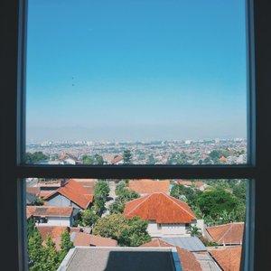 Bandung seperti ❤⠀⠀⠀⠀⠀⠀⠀⠀⠀ ⠀⠀⠀⠀⠀⠀⠀⠀⠀ #clozetteid #bandung #trip #sky #bluesky #cityskyline