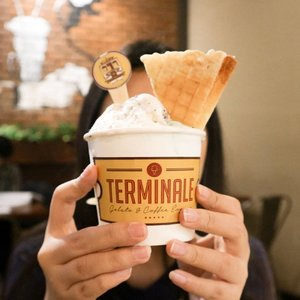Ternyata Gelato rasa Charcoal itu stain di gigi. Biar tau aja u u pada 🙂⠀⠀⠀⠀⠀⠀⠀⠀⠀#clozetteid #gelato #terminaledago #icecream #charcoalgelato