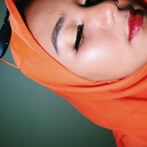 If you can see the glossy lips then congrats. I used to hate glossy lip. But now im lovin it. And i want mcdonald rn 🍔🍟 #clozetteid #orange #glossylip #fotd #vibez