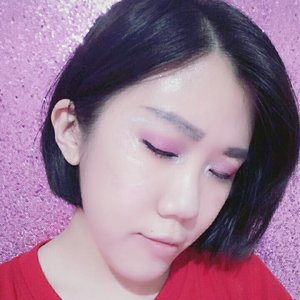iseng2 makeup dgn gunain 4 eyeshadow diblend jd 1 td malam 😂Yg aku gunakan adalah eyeshadow dari Mizzu Gradical Eyeshadow - Ma'Cheriemaap masih beginner.#clozetteid#clozette_id#instalike#followme#beauty#girls#women#love#beautiful#shoot#ootd#like#follow#instagrammer#vscogram#vscom#vscoartist#fitstagram#likebackalways#photography#photograph#photographyislifee