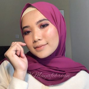 Lets play the glam ✨✨..Eyes:@esteelauderid Double Wear Concealer - 3W Medium@anastasiabeverlyhills Modern Reinassance @brunbrun_paris liquid eyeshadow - golden rose@gobancosmetics Black Diamond Waterproof Eyeliner@lavielash - Fleur@studiotropik Original priming water.Face:@getthelookid Infallible Fresh Wear 24hr - 150 Radiant Beige@makeoverid Multifix Blush - 05 Heatshot@roseallday.co compact powder - Medium@esqacosmetics The Goddess Cheek Palette - Athena @beccacosmetics shimmering skin perfector liquid - opal@studiotropik Dream Setter Setting Spray.Lips:@wearewckd lip envy-  naked truth @sariayu_mt lip cream Jakarta - J02Tools :@kariscosmetics expert multi blender@aerisbeaute coral brush set.#clozetteid #tutorialmakeup #indobeautygram #indobeautysquad #beautybloggerindonesia