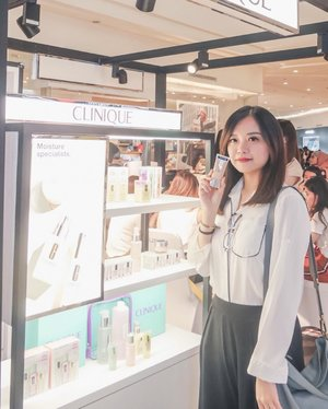 """After being MIA from the beauty world for a while, I had fun with @cliniqueindonesia last friday ✨ got to try their newest foundation """"Even Better Refresh"""" #MySkinButEvenBetter and makeup demo from @gelangelicca ☺️.As you guys know, I live in Bali now. That's why I'm glad I got the chance to attend an event, and meet a lot of my friends when I'm in Surabaya for only a few days. Thank you and I'll be back soon ✨...#cliniqueindonesia #evenbetterrefresh #jessicaalicias #collabwithjessica #sbybeautyblogger #clozetteid"""