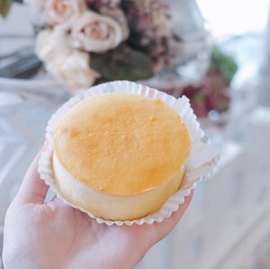 — who loves cake?? 🙋🏻🎂 Yesterday I got to try the Japanese Cotton Cheese Cake from @saycheesebali 🍰 it's really yummy, fluffy, and light. Perfect for dessert after a big meal 😜✨ . . . @balibeautyblogger #BBBxSayCheese #BBB1stAnniversary #BBBEvent #BaliBeautyBlogger #jessicaalicias #jessicaaliciasevent #clozetteid #foodie #cheesecakebali #cheesecake #ggrep #ggrepfoodie #saycheese