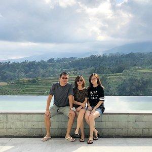 A little family holiday sebelum ujian akhir semester dan magang ☀�At Saranam Resort & Spa, Baturiti, Bali. What a view ⛰....#jessicaalicias #jessicaaliciasholiday #clozetteid #photooftheday #familyholiday #bali #baturiti #sweetescape