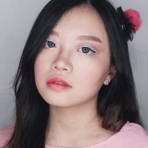 """[SWIPE!]Do you remember my previous post, when I attend the @absolutenewyork_id Cotton Candy Liners Launching?Here's my makeup look using two colors of the Cotton Candy Liners, """"Mint Chip"""" (mint) and Fairy Floss"""" (pink) 💙💖 It's rather simple but definitely eye-catching ✨.I love how the liners are so easy to apply, super pigmented and long-lasting. It lasted a whole day on my eyes without smudging. Definitely something that I would recommend for anyone who likes bright-colored eyeliners 💕...#jessicaalicias #jessicaaliciasmakeup #clozetteid#absolutenewyorksurabaya #makeupunited #cottoncandyliners  #sbybeautyblogger #sbbxabsolutenewyork #sbbxabsolutenewyorkcandyliners #absolutelyeyecandy"""