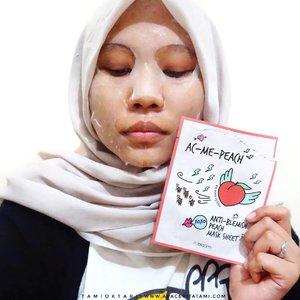 #MiniReviewbyTami.Cari sheet mask yang harganya dibawah 10ribu? @altheakorea A'bloom lah jawabannya, 6ribu doang harganya lho🤩 Ada 4 varian dan disini aku pakai varian AC Me Peach yang bisa meredakan kulit iritasi dan cocok untuk kulit sensitif. Ukuran maskernya lumayan pas di wajah aku, cuma bagian bibir aja tuh lebar banget. Gatau pake cetakan bibir siapa 😂 Essencenya agak lama nyerap dan berasa lengket. Tunggu agak lama dikit deh supaya essencenya benar2 nyerap dan rasa lengket mulai berkurang..Kemarin sempat ada promo 10+10, pada ikutan borong gak nih?.Review lengkapnya udah aku up juga di blog ya 👉 ((bit.ly/AbloomMask)) 👈 atau langsung klik link di bio bisa juga.#AltheaKorea #AltheaAngels #AltheaAbloom #FeaturedonAlthea #clozetteid