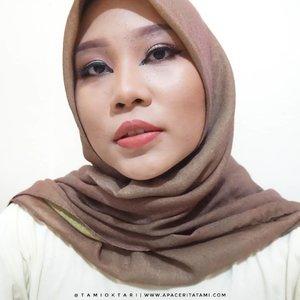 #MakeupLookbyTami kali ini bertemakan Arabian Makeup yang berkolaborasi dengan teman-teman dari @pkubeautyblogger 👩🎨.Geser aja fotonya untuk liat hasil makeup dari yang lainnya ya~♡.#ArabianMakeup #pkubeautyblogger #pkubbcollab #clozetteid