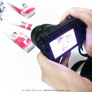 Unboxing mulu? Spot untuk foto produk dan filming? Tau gak sih 'drama' di balik itu semua? Wkwk 😂 Ga lebay, cuma apa adanya. Yang keliatan enak dan wow di depan kamera, belum tentu gitu juga di belakangnya😋✌ .Semuanya udah di tulis di blog lho 👉 ((bit.ly/BTS-Blogger)) 👈 atau bisa klik link yang ada di bio. Jan lupa mampir, biar tau sepersekian persen di balik layar seorang blogger~.#BeautygoersID #BehindTheSceneCollaboration #GoersBeautyPostCollaboration #clozetteid