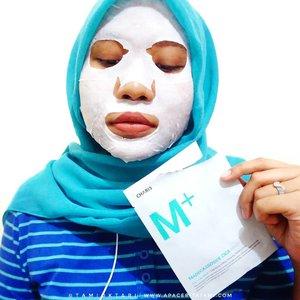 Akhirnya @hicharis_official ngeluarin produk pertama mereka nih, Madecassoside Cica. Ada yang sheet mask dan creamnya juga. Disini aku coba yang maskernya. Lembaran maskernya terbuat dr 100% kapas murni. Essencenya creamy banget dan di kulit aku lumayan lama nyerapnya . Tapi ternyata masker ini cukup ngefek untuk meredakan kulit yg iritasi lho. Wajah aku merah-merah dr kemaren dan kebantu banget untuk bikin lebih calming dengan masker ini😍 . 🛍 Where to buy? Tentu aja di @hicharis_official dan kalian bisa dapat harga super murah dengan belanja disini 👉 hicharis.net/tamioktari/eyG 👈 Oh dan jangan khawatir karena untuk produk ini berlaku local shipping dan COD ya~♡ . Review lengkapnya udah up di blog ya, masih fresh! Langsung cek aja di 👉 ((bit.ly/CharisMask)) 👈 atau  bisa klik link yang ada di bio~ . @charis_celeb #hicharis #charisceleb #charis #charismask #chariscicamask #charismadecassosidemask #charisfacialmask #clozetteid