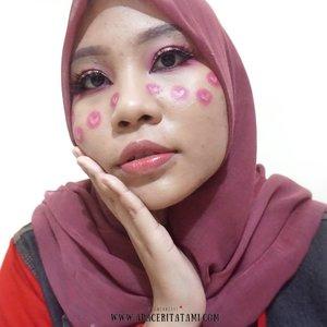 #MakeupLookbyTami .Happiness Makeup Collab bareng @beautiesquad dalam memperingati International Day of Happiness yang bertepatan dengan hari ini💕 Disini aku terinspirasi dari @abbyrobertsartistry 👩🎨 Yak selalu terinspirasi dari dia karena hasil makeup nya keren2 banget💁♀️.Produk apa aja sih yang dipakai? Udah aku tulis sekua di blog ya 👉 ((bit.ly/HappinessMakeup)) 👈 atau bisa langsung klik link yang ada di bio😊.#Beautiesquad #BSMarCollab #BSCollab #BSHappinessMakeupCollab #HappinessMakeup #HappyDay #clozetteid