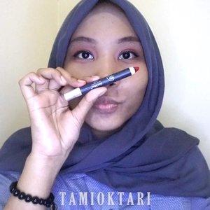 🗣 MON MAAP, LIGHTING NYA JELEK BGT!!.#MakeupLookbyTami .Ini adalah 100k makeup challenge kemaren ya. Aku ga beli lagi produk2nya, cuma manfaatin produk yang udah aku punya aja😋✌ .@wardahbeauty Everyday BB Cream@minisoindo Beauty Sponge@fanbocosmetics Eyebrow PencilMy Darling Liquid Eyeliner@justmiss_id Lipcolor Lipstick J-21.Btw pen nangis aku liat lightingnya😭 Putih banget wajah aku disitu, aslinya mah kagak. Ya emang shade bb creamnya agak terang di skintone aku, tapi ga seputih itu juga🤣 Kemaren aku udah pernah share hasil akhirnya dengan lighting berbeda. Lebih sesuai dgn real lifenya lah, scroll aja ke bawah~♡.Bisa langsung cek aja ke blog mengenai postingan ini ya 👉 ((bit.ly/100KMakeup) 👈 atau bisa langsung klik link yang ada di bio ya~♡.#Beautiesquad #BeautygoersID #kbbvfeatured #beautybloggerindonesia #pkubeautyblogger #bloggerceria #beautysecretsquad #indonesiabeautyblogger #HijabersBeautyBVlogger #bloggirlsid #setterspace #bloggerperempuan #bloggermafia #clozetteid