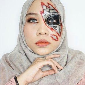 🤖🦾.Ib: @anavickk 👩🏻🎨 #ArtMakeupnyaTami.#horrormakeup #robotmakeup #halloweenmakeup #halloween2020 #makeupart #facepainting #facepaint #undiscoveredmuas #100daysofmakeup #clozetteid