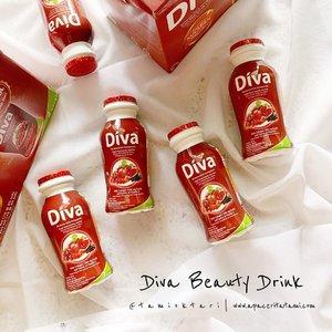 Minuman kecantikan dari Kalbe, @divabeautyid yang mengandung kolagen, elastin dan antioksidan yang berguna untuk kesehatan kulit. Tidak mengandung pengawet, udah ada logo halal dan No.BPOM nya. Nah sebenarnya tubuh itu dapat memproduksi kolagen sendiri tapi seiring bertambahnya usia dan faktor lainnya, kemampuan produksinya jadi menurun. Salah satu cara meningkatkan produksi kolagen adalah dengan mengonsumsi kolagen itu sendiri. Dosis dari Diva Beauty Drink ini adalah 1000mg/botol.Bisa diminum 2 botol perhari tapi tidak disarankan untuk anak-anak. Memiliki rasa berry yang sedikit asam (tapi ga seasam yoghurt) dan diminum dingin lebih enak😍.Kalian bisa gunakan kode voucher 'DivaxTami01' yang bisa digunakan setiap pembelian Rp. 150.000 dan akan mendapatkan diskon sebesar 30%. Hanya berlaku untuk pembelian secara online di Kalbe Store ya💕.@clozetteid #GlowLikeDiva #DivaBeautyDrink #DivaBeautyxClozetteIdReview #ClozetteID #ClozetteIdReview